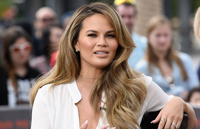 Chrissy Teigen Shares Makeup-Free Picture, As She Says Goodbye To 'Pregnancy Glow'