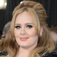 Adele posts makeup-free shot to Instagram