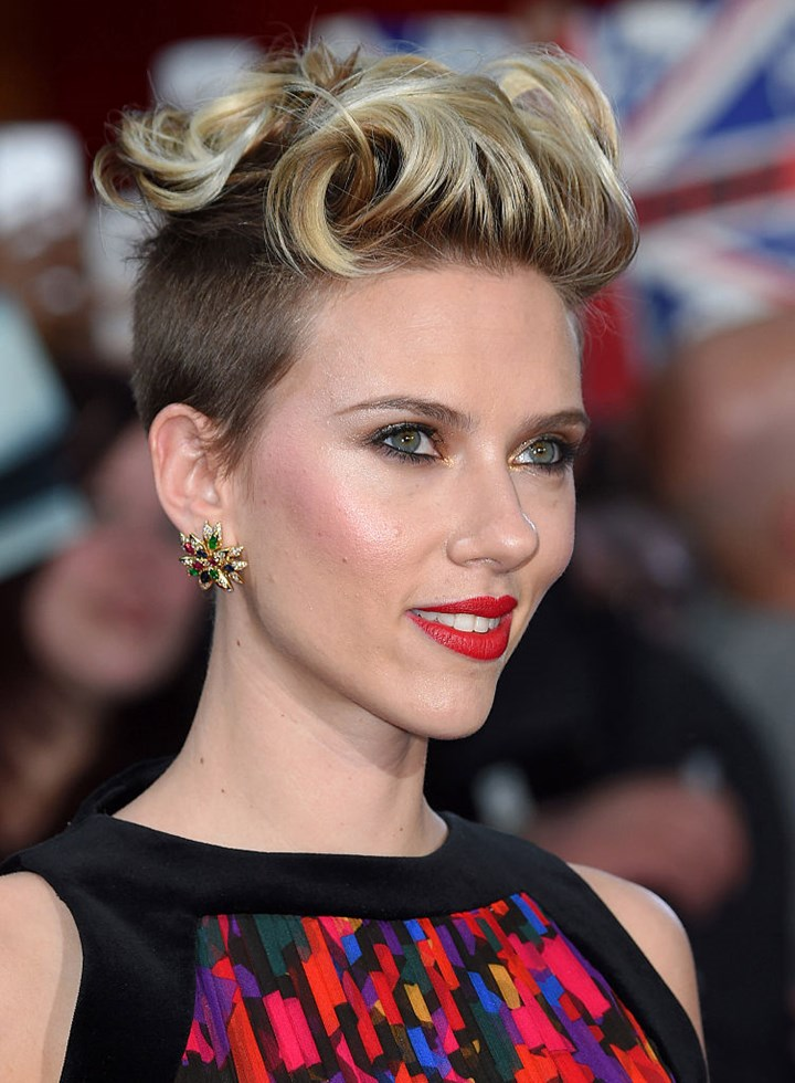 Scarlett Johansson Short Hair Her Three Best Short Hair Styles Who Magazine