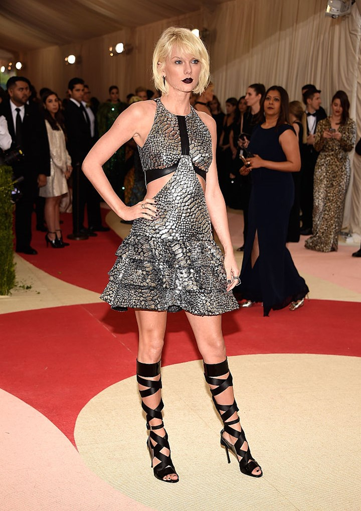 Taylor Swift Fashion Clothes Her 20 Best Looks Of All Time Who Magazine