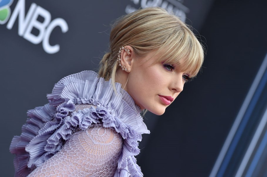 Looking Back At Taylor Swift's Best Outfits