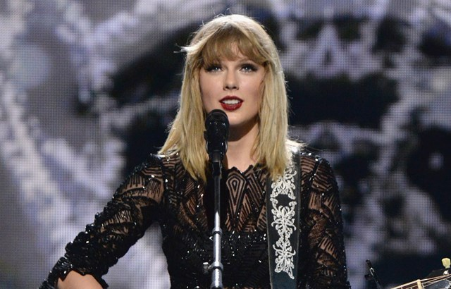 Taylor Swift drops bombshell during Superbowl Pre-Show